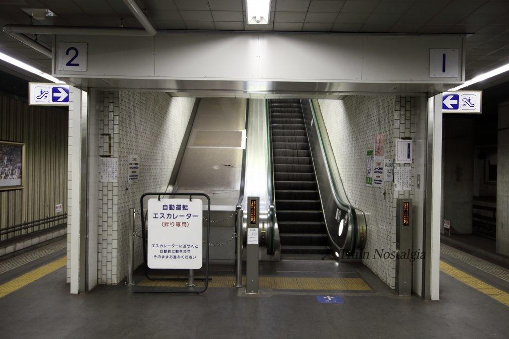 東成田駅エスカレーター