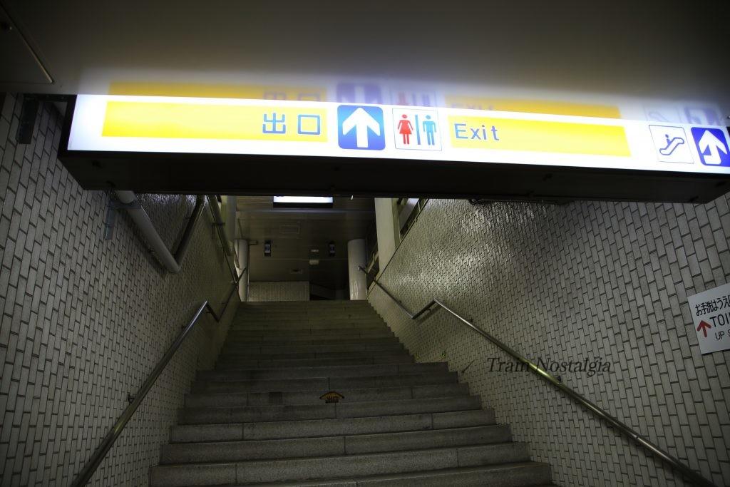 東成田駅出口標識