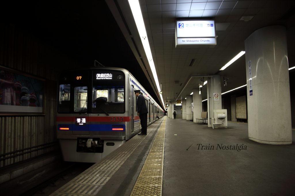 東成田駅車掌交代