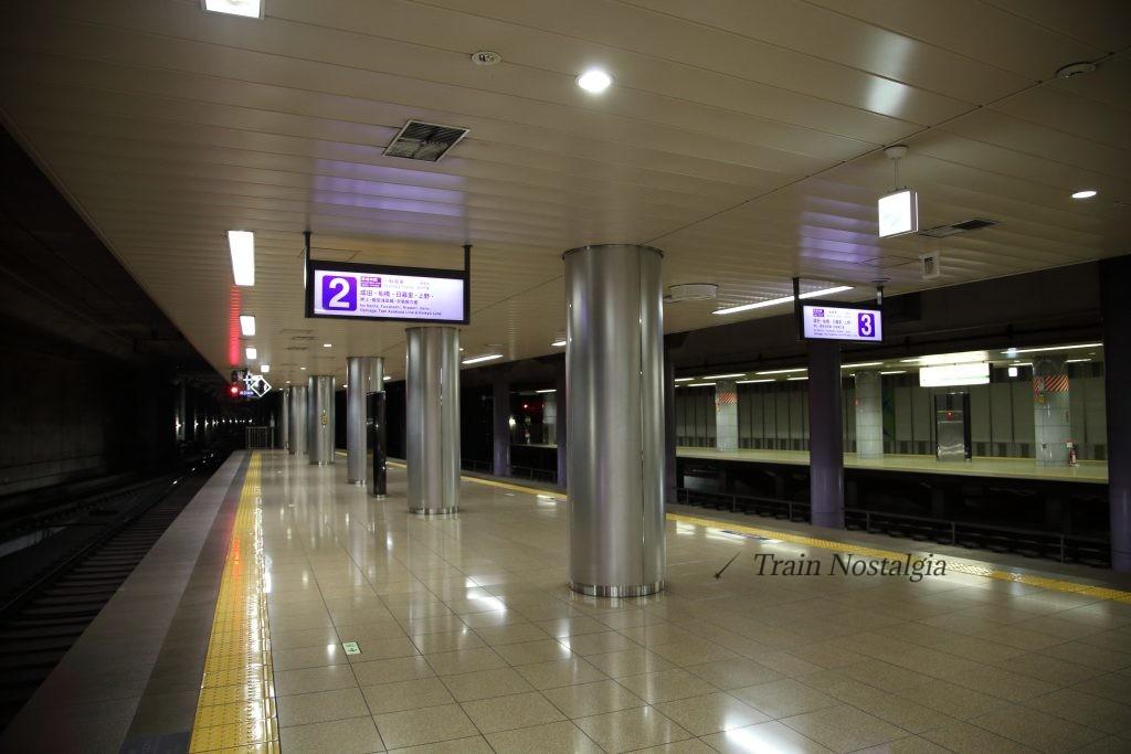 成田空港駅ホーム3