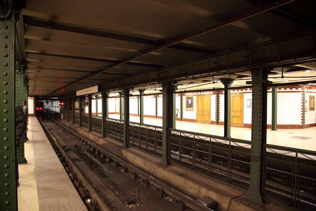 ブダペスト地下鉄1号線ヴェレシュマルティ広場駅鉄骨