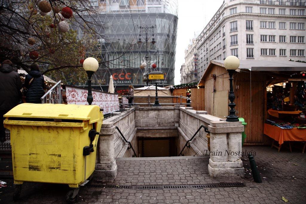 ブダペスト地下鉄1号線ヴェレシュマルティ広場