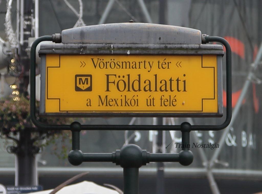 ブダペスト地下鉄1号線ヴェレシュマルティ広場看板
