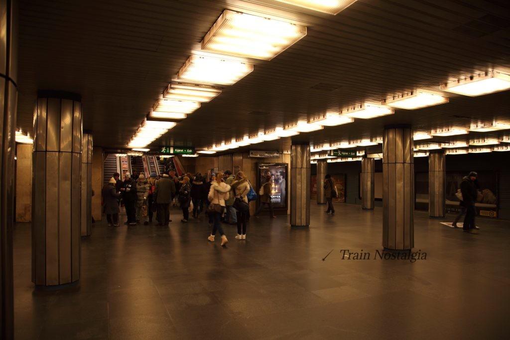 ブダペスト地下鉄3号線デアーク・フェレンツ広場駅ホーム
