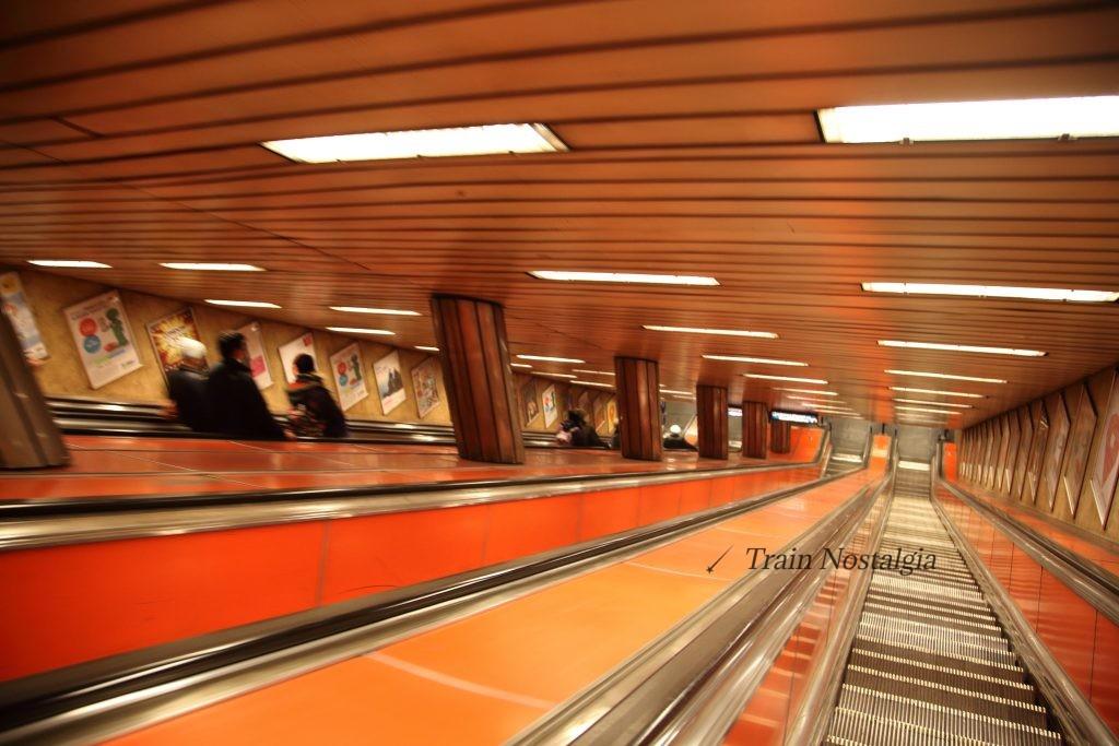 ブダペスト地下鉄デアーク・フェレンツ広場駅エスカレータ