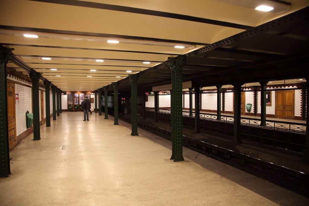 ブダペスト地下鉄1号線ヴェレシュマルティ広場駅ホーム