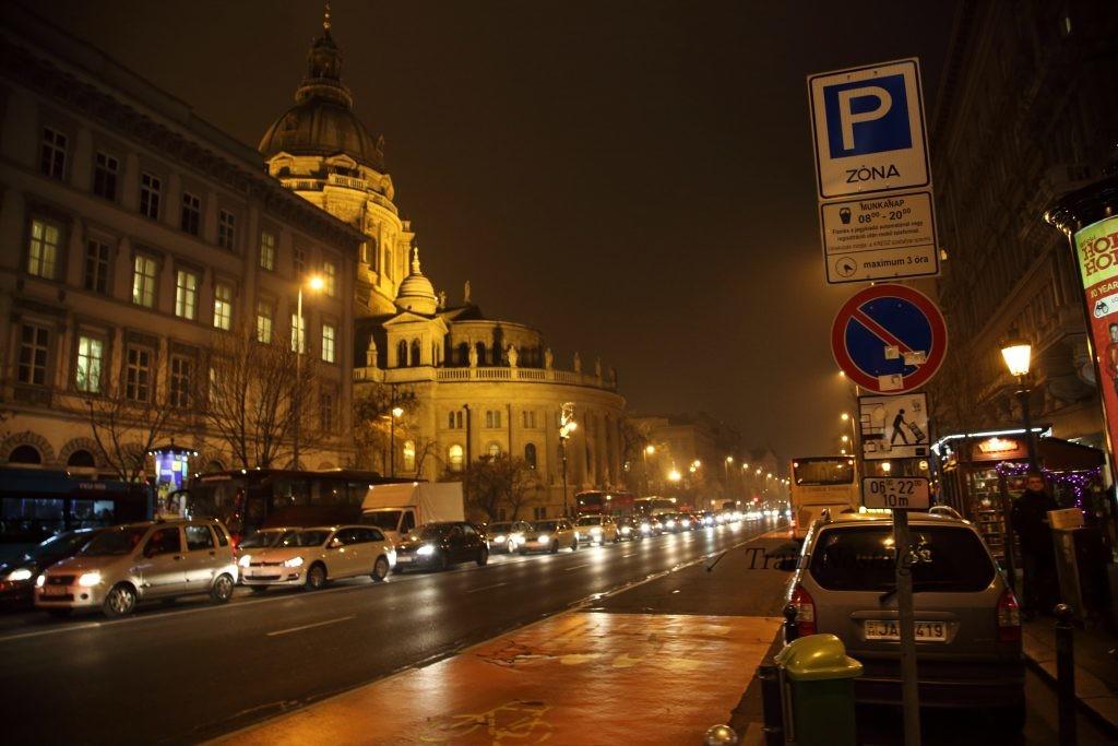 ブダペストアンドラーシ通り夜景