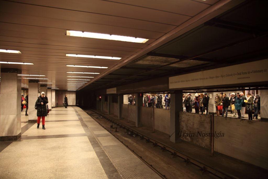 ブダペスト地下鉄1号線デアーク・フェレンツ広場駅