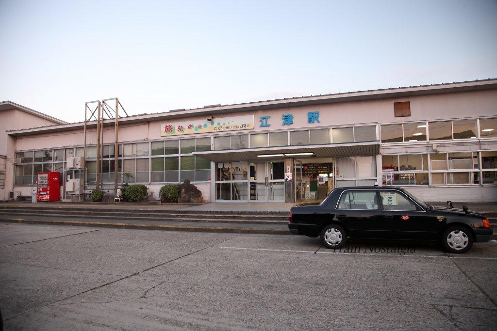 黄昏の江津駅駅舎
