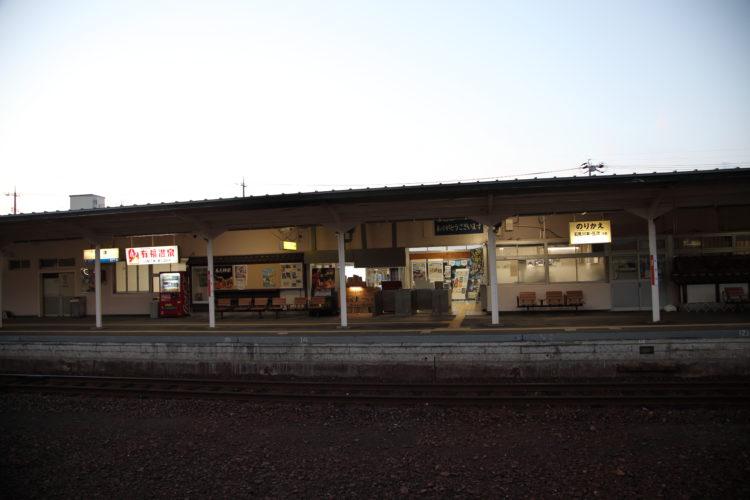 黄昏の江津駅ホーム