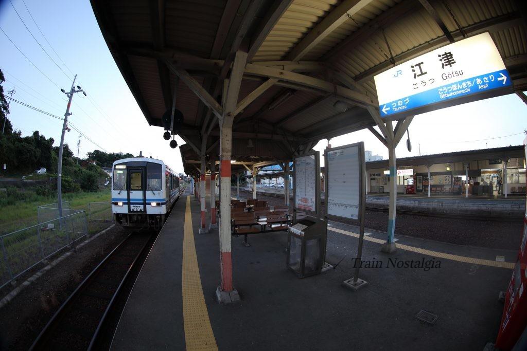 三江線江津駅列車と駅名標