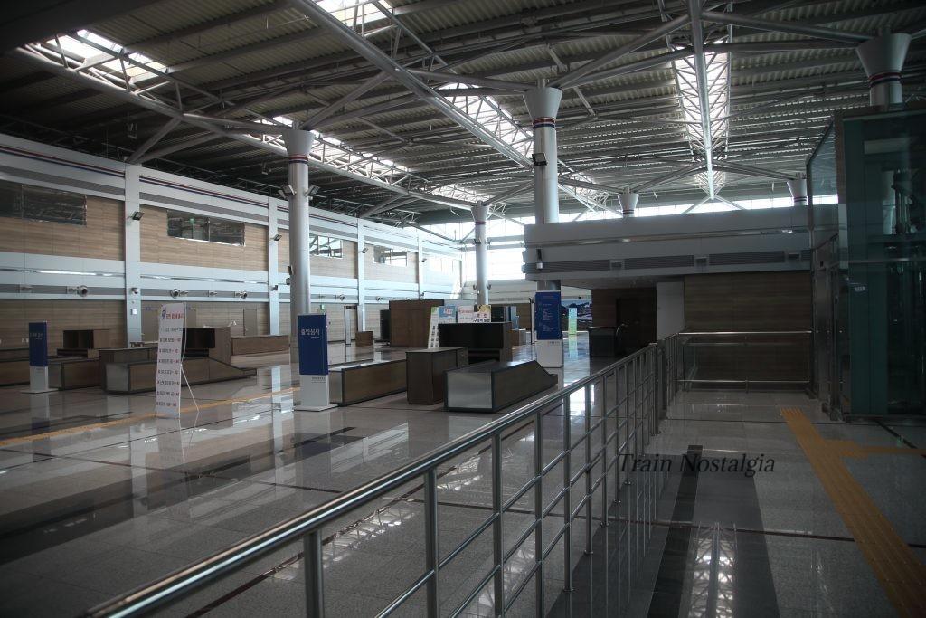 京義線都羅山駅入国審査場