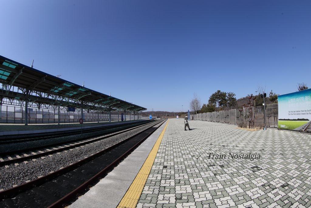 京義線都羅山駅平壌方面