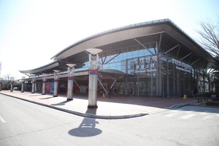 京義線都羅山駅駅舎