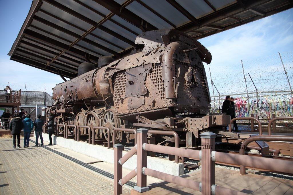 臨津江にあった錆びた機関車