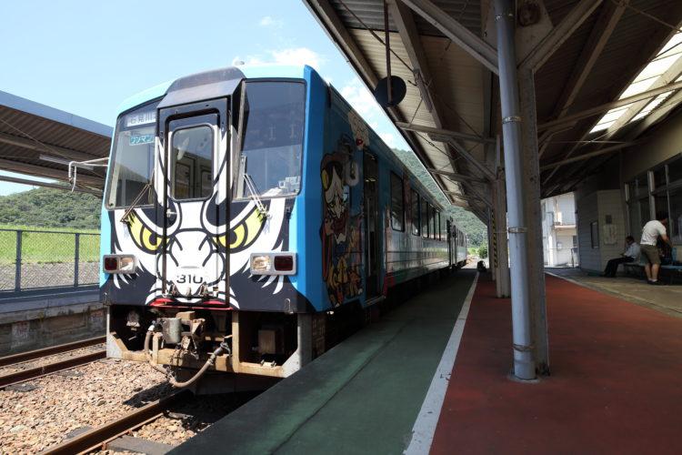石見川本駅石見神楽列車先頭