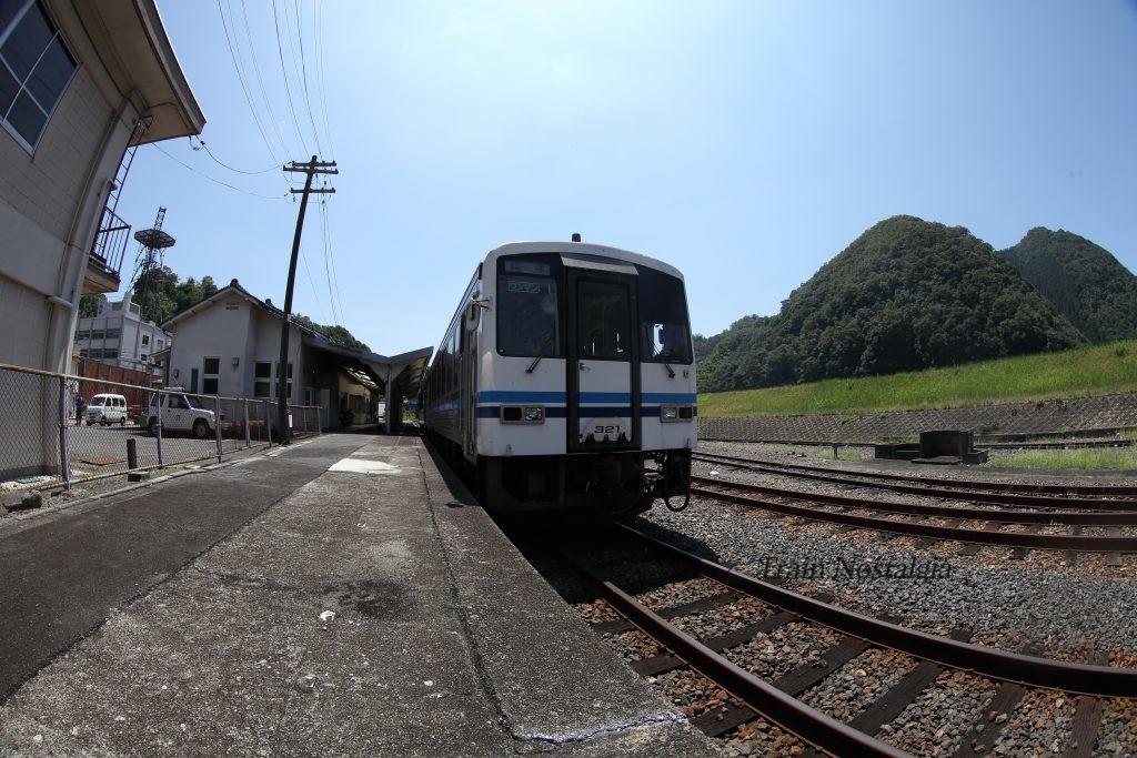 石見川本駅江津行列車