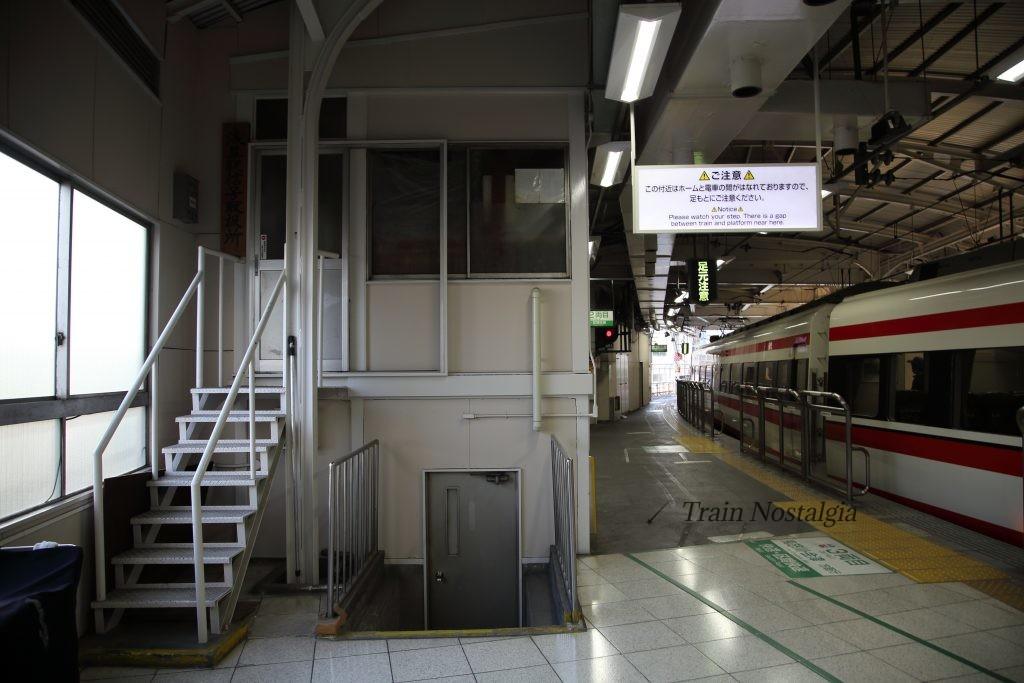 東武鉄道浅草駅ホームカーブ1