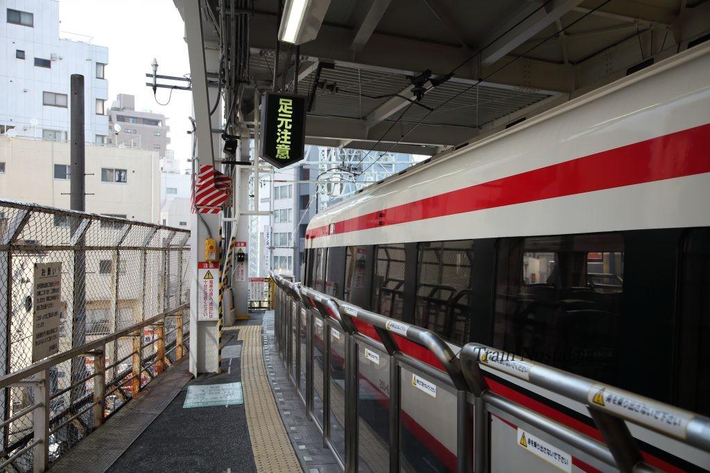 東武鉄道浅草駅ホームカーブ3