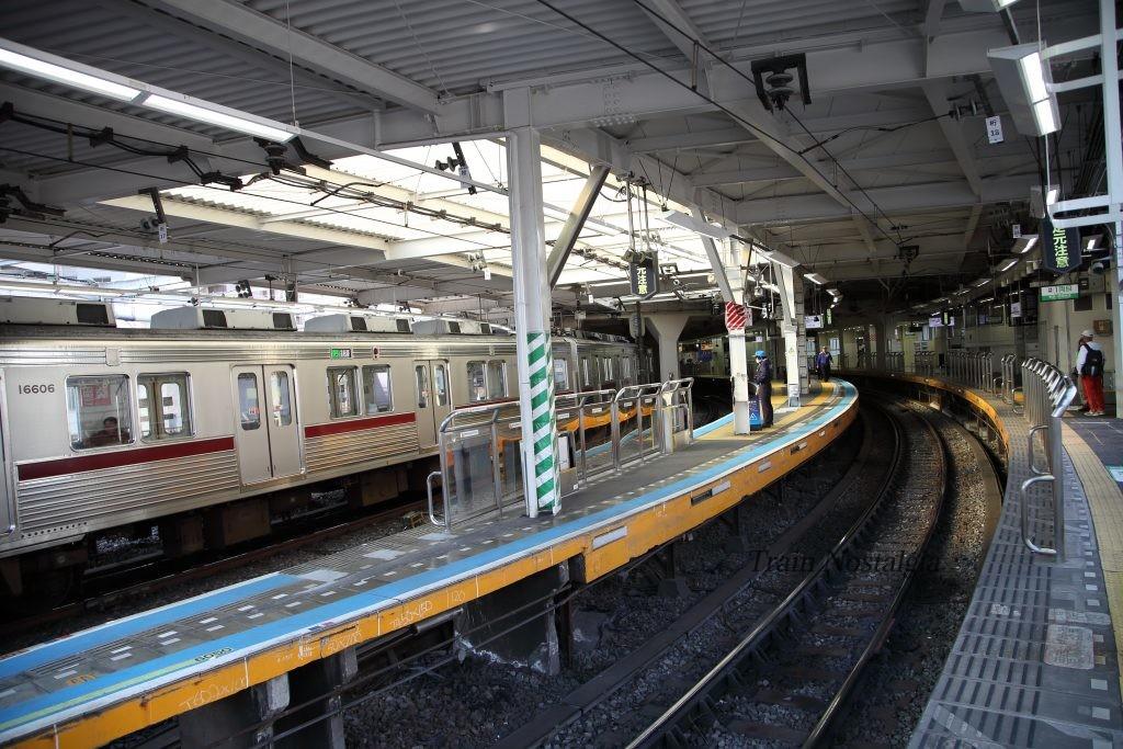 東武鉄道浅草駅ホームカーブ2
