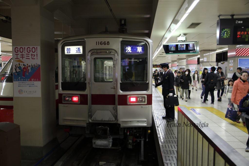 東武鉄道浅草駅普通列車