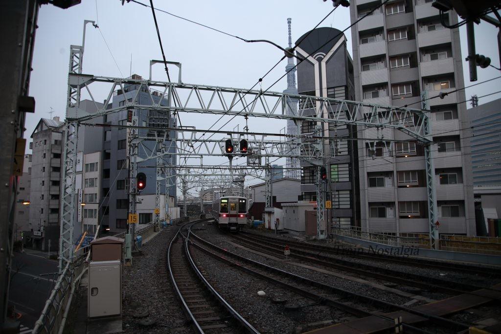 東武鉄道浅草駅大カーブとスカイツリー