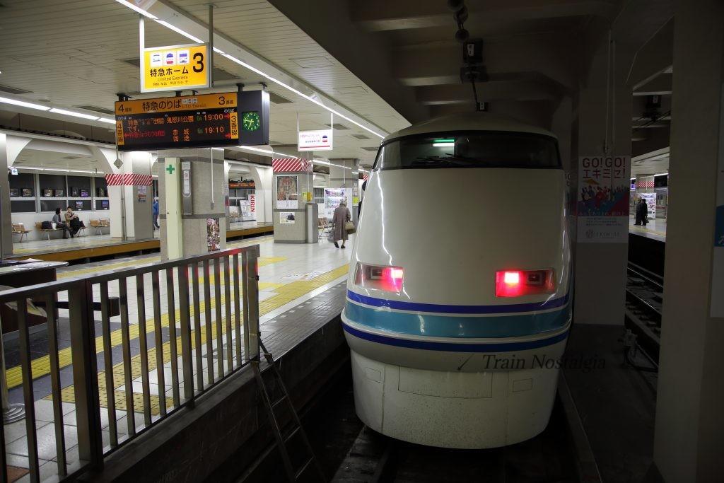 東武鉄道浅草駅特急きぬ鬼怒川公園行き