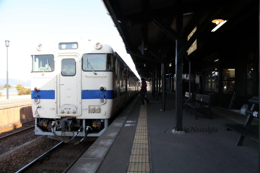 豊肥本線阿蘇駅ホームと普通列車