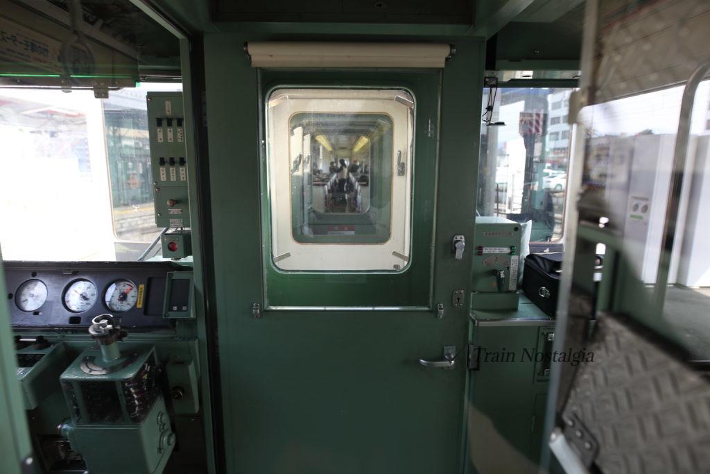 東武鉄道6050系分割後車内