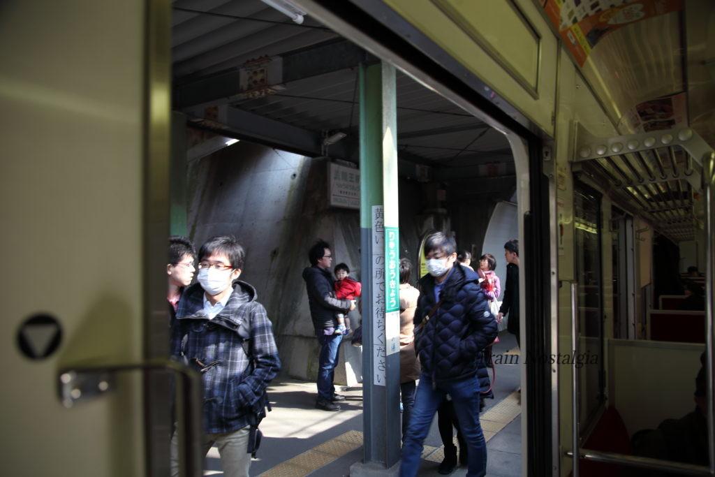 野岩鉄道龍王峡駅列車にて