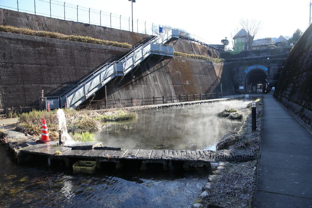高森湧水トンネル入り口