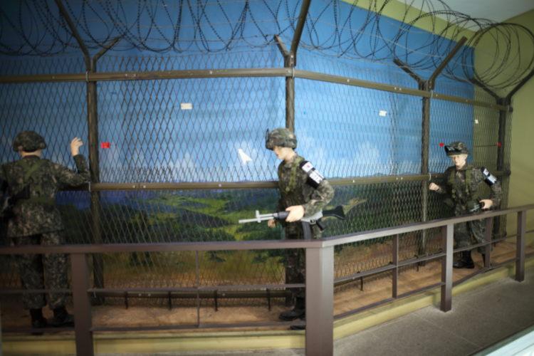 朝鮮半島南方限界線フェンス模型