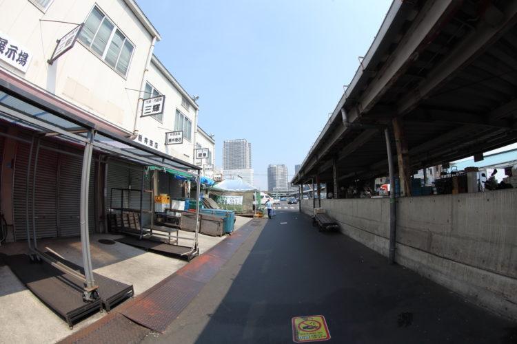 築地市場内部の町