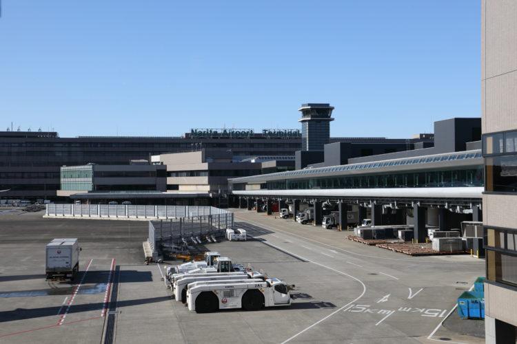 成田国際空港第2旅客ターミナルサテライト通路全景