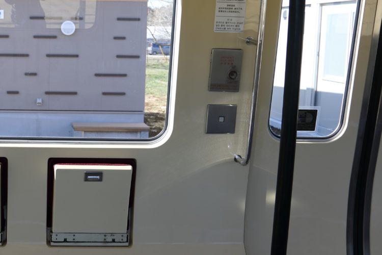 成田国際空港第2旅客ターミナルシャトル扉ボタン
