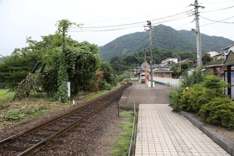 三江線粕淵駅ホーム江津方面