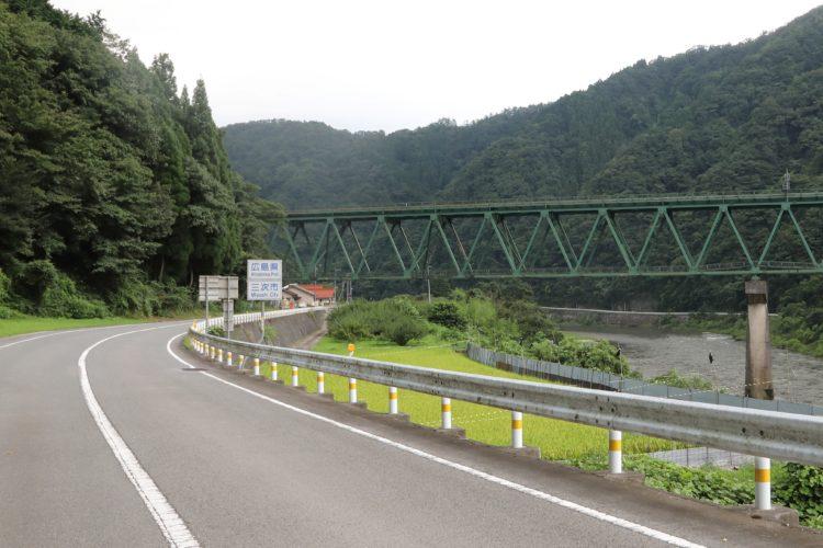 三江線宇都井駅沿線県境地帯