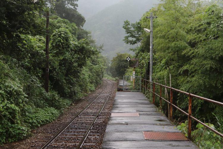 三江線長谷駅壊れたホーム