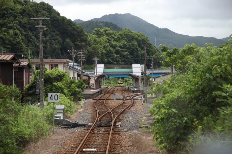 三江線石見川本駅到着直前