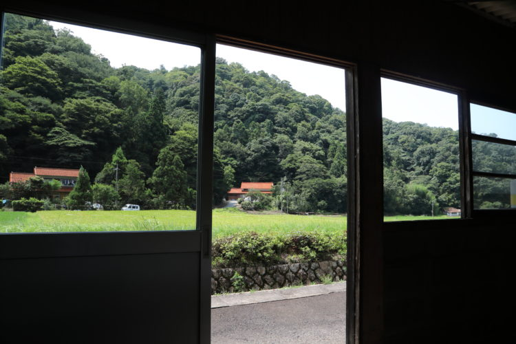 三江線千金駅待合室からの風景