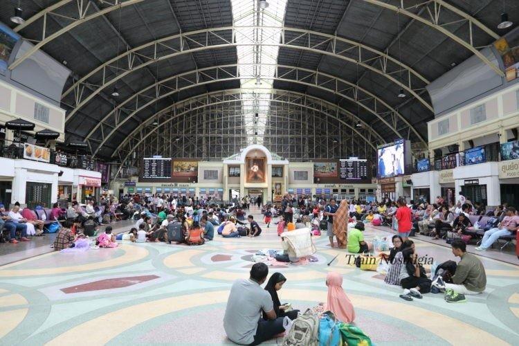 タイ国鉄バンコク駅コンコース