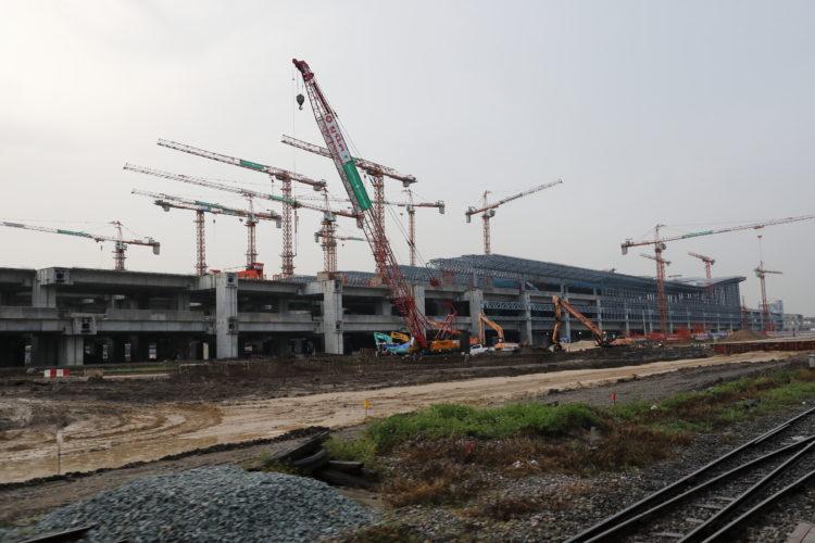 タイ国鉄バーンスー駅高架建設