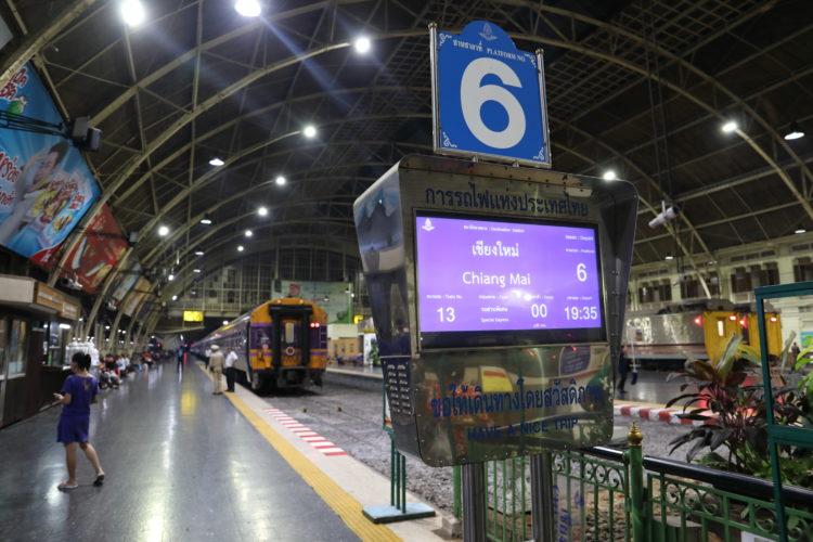 タイ国鉄バンコク駅6番線チェンマイ行き