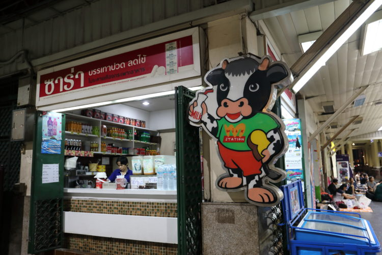 タイ国鉄バンコク駅牛乳屋キオスク