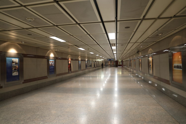 バンコク・メトロブルーラインフワランポーン駅通路兼解説版