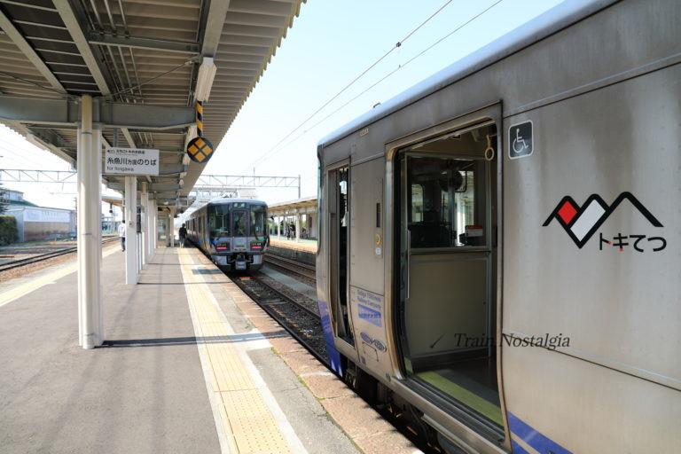 泊駅2番線の列車連絡