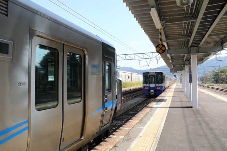 あいの風とやま鉄道泊駅2番線列車連絡