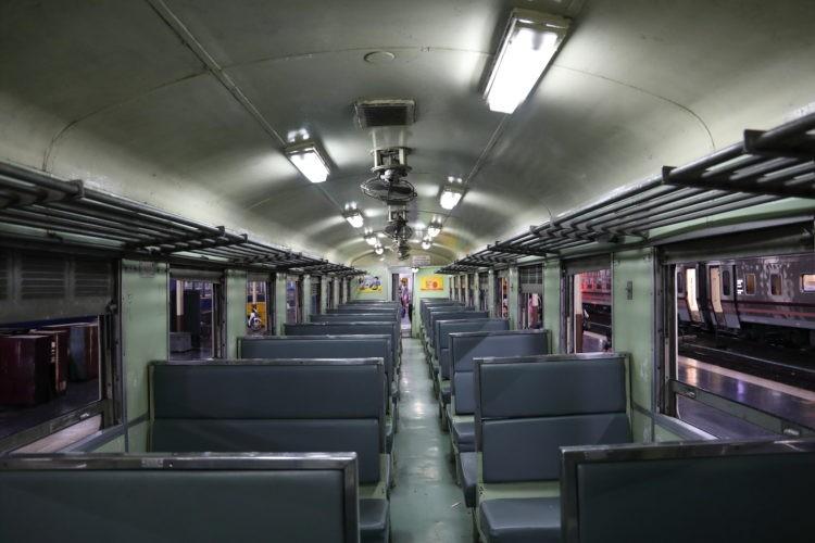 タイ国鉄3等客車座席