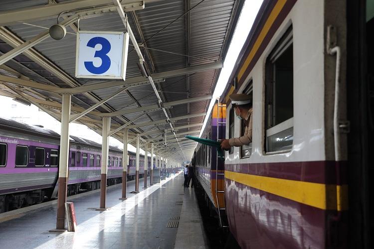 タイ国鉄バンコク駅車掌