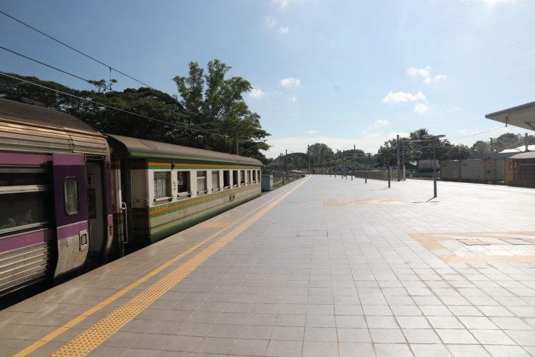 マレー鉄道パダンブサール駅ホーム